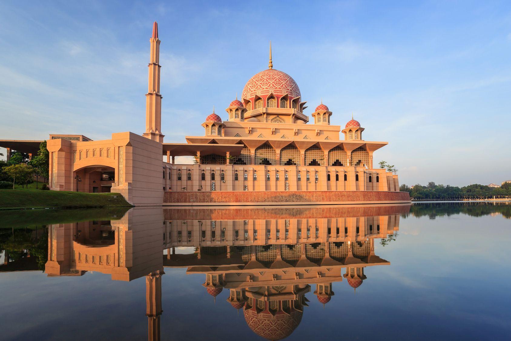 putra-mosque-putrajaya-malaysia